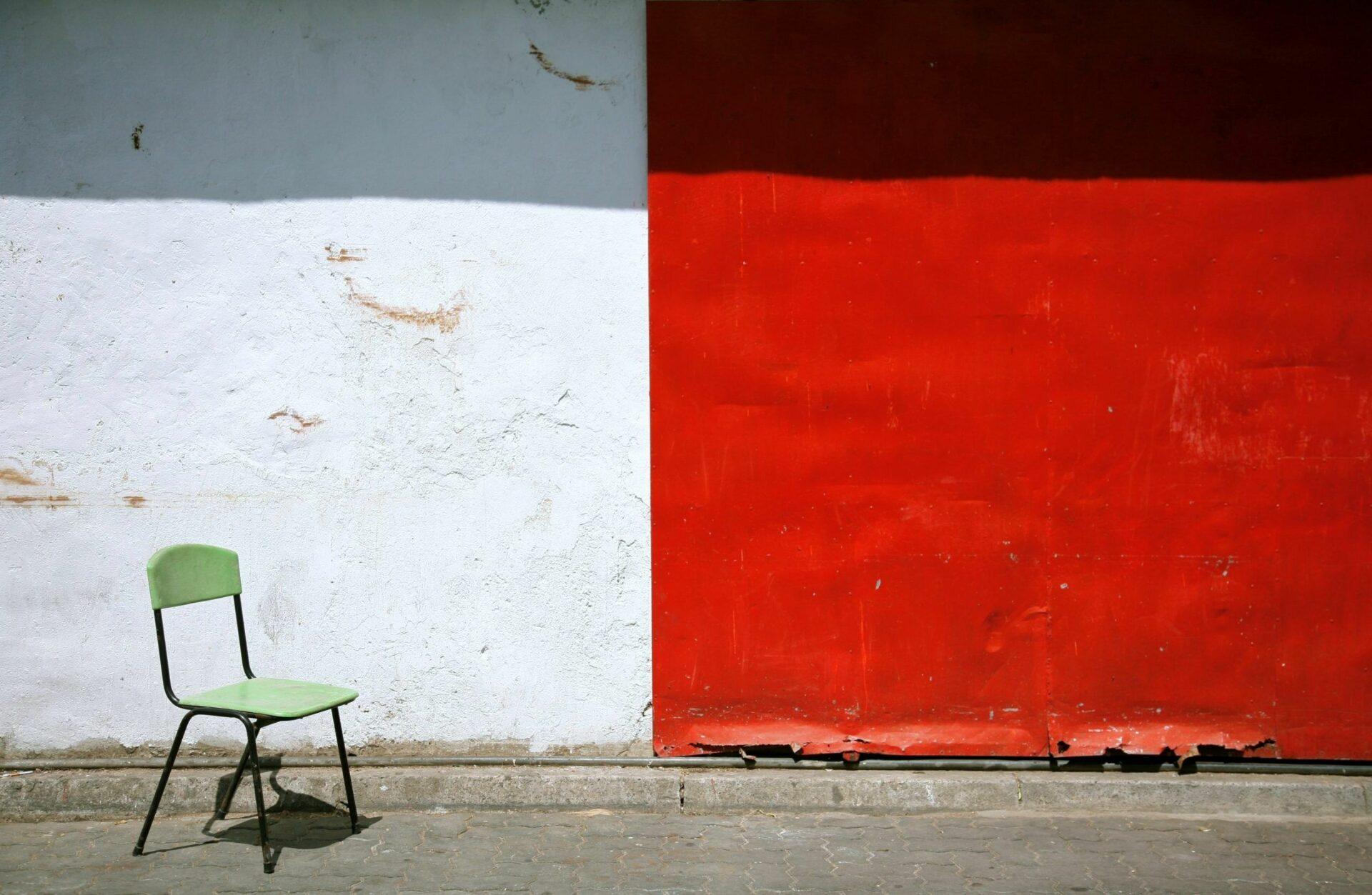painting-white-red-wall-chair, Und-Oder-Nicht Ketten auflösen